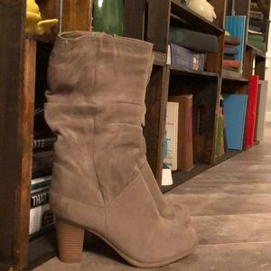 Slouch heeled boots